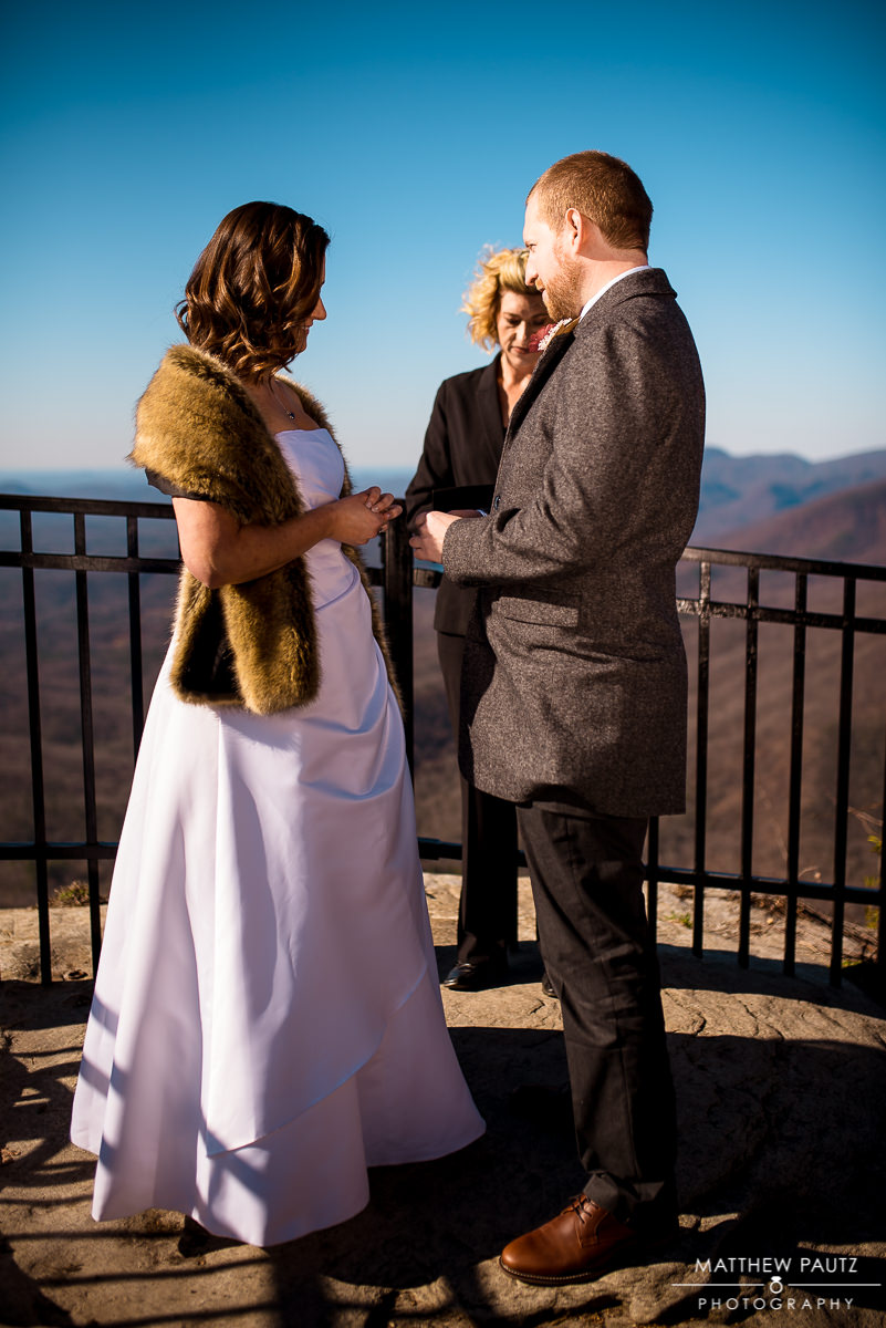 eloping couple exchanging vows at caesars head overlook