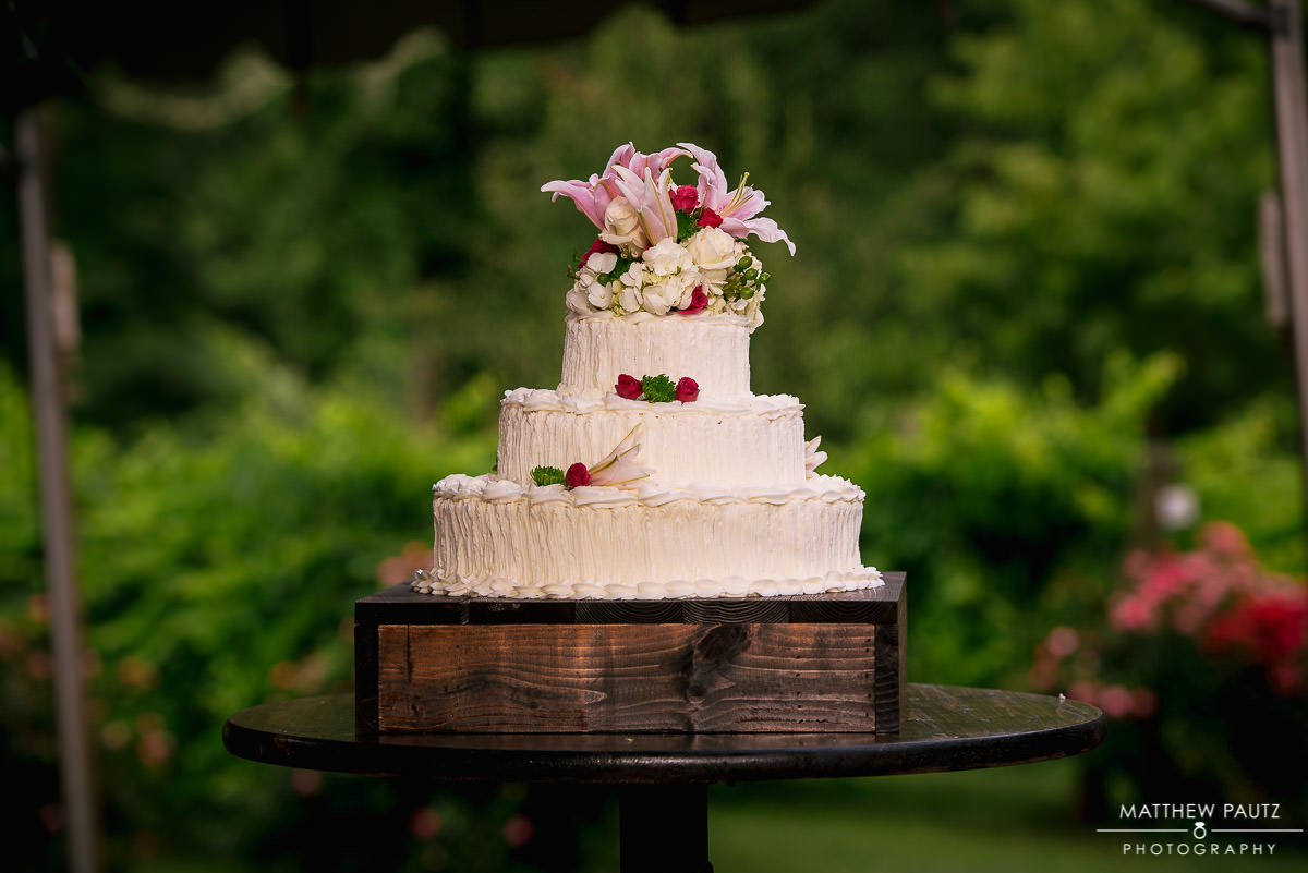 Beautiful wedding cake at City Scape Winery Wedding