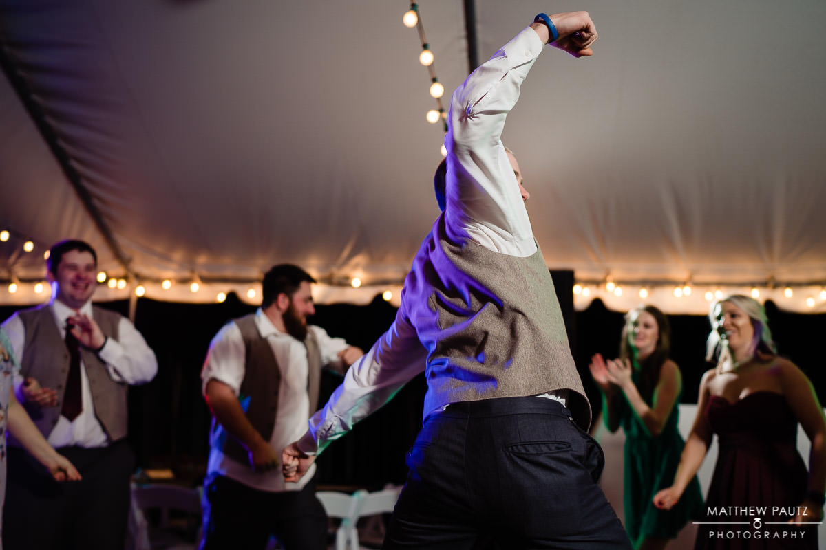 funny groomsmen dancing photos