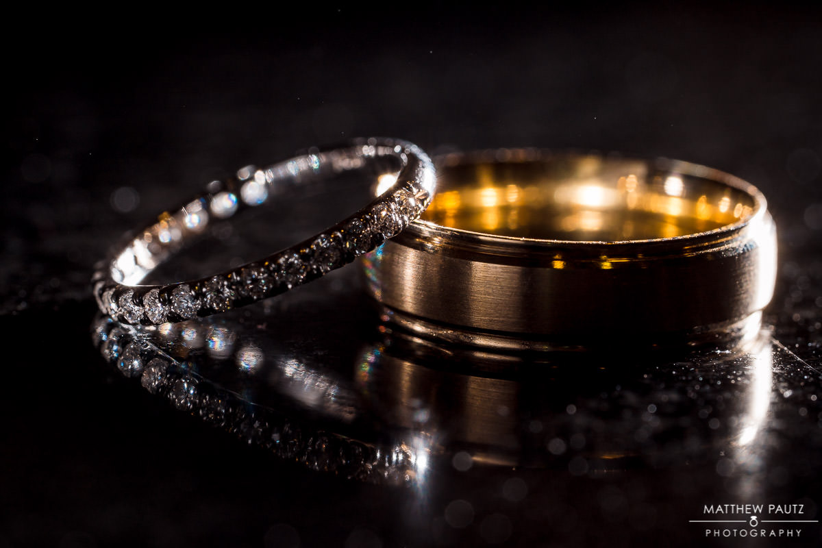 artistic wedding rings photo