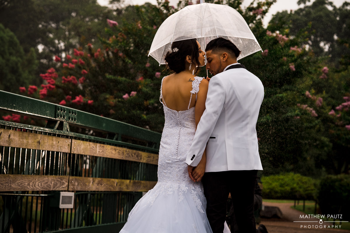 rainy wedding photos in Cleveland park, spartanburg SC