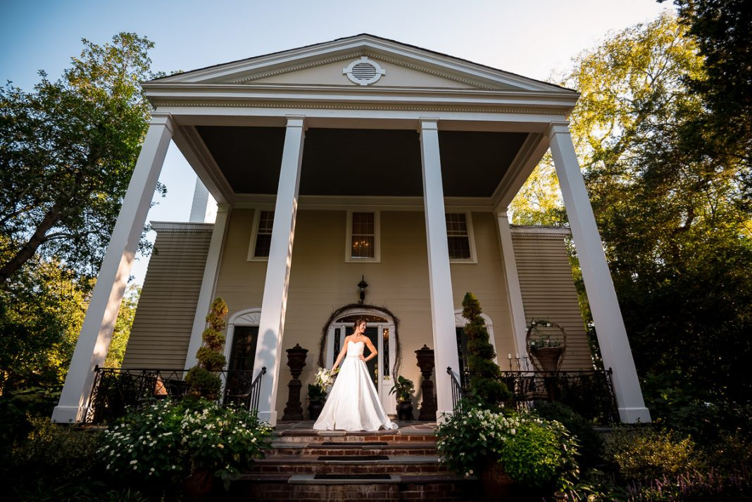 bridal portrait outside of a large southern mansion