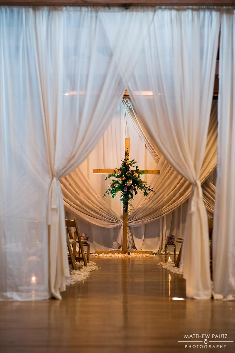 wedding ceremony at huguenot loft in greenville